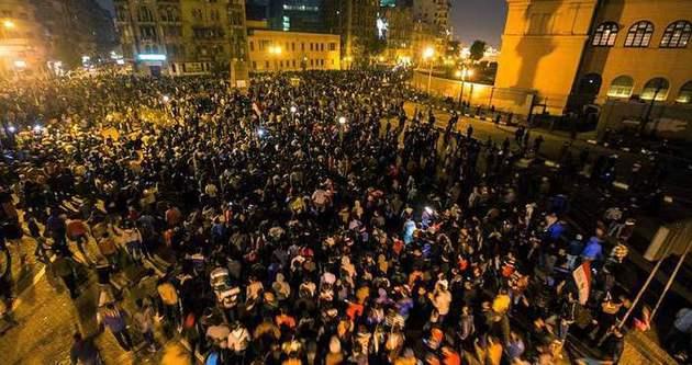 Mısır'da muhalifler sokağa döküldü!