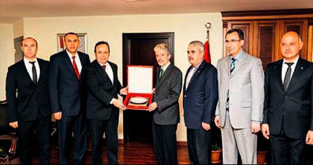 Başkan Tuna'ya eğitimci desteği