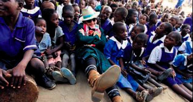 Madonna Malavili çocuklarla buluştu
