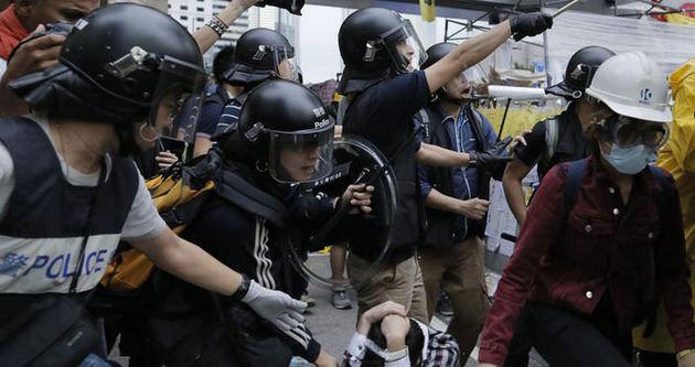 Hong Kong'da polis şiddeti tırmanıyor