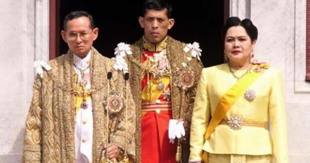Kraliyet ailesi soyadını kaybetti!