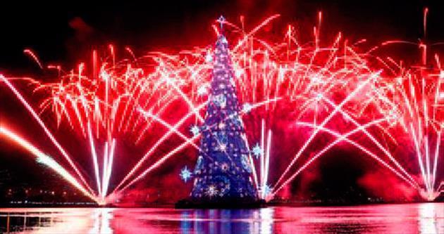 En uzun, yüzer Noel ağacı
