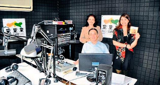 İzmir'i Paris'te yaşatan radyo