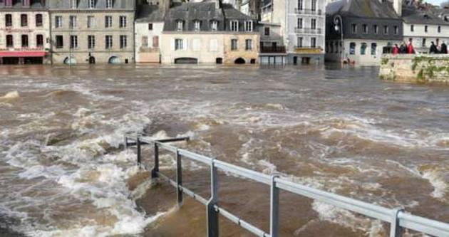 Fransa'yı sel vurdu: 5 ölü