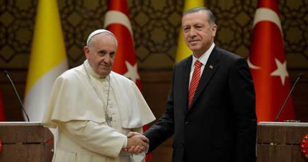 Papa Türkiye'den üç isme teşekkür etti