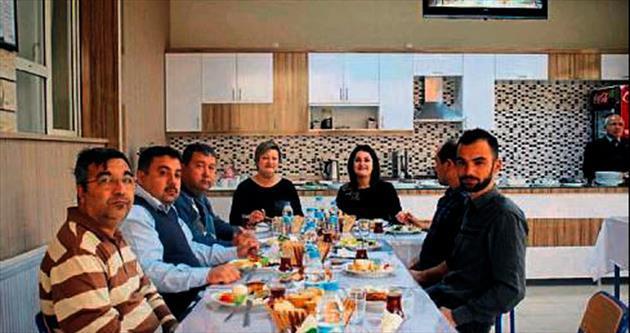 Kadın üyeler kahvaltıda