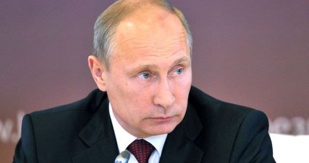 Petrol fiyatları düştü, Ruble dibi gördü