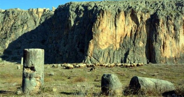 Anavarza'da kazı çalışmaları başladı