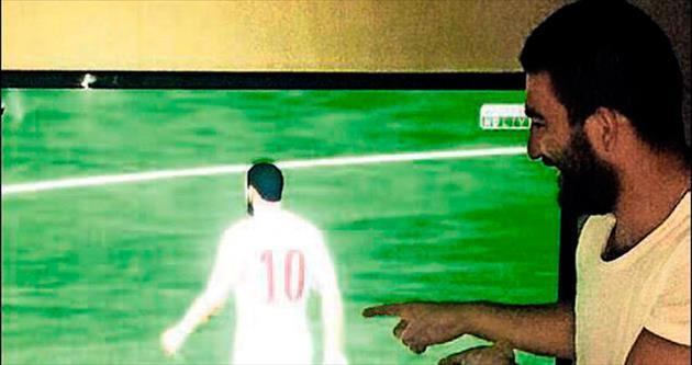 Oyundaki Arda Turan'la gol attı