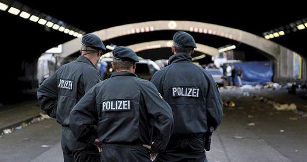 Almanya'da camiye polis baskını!