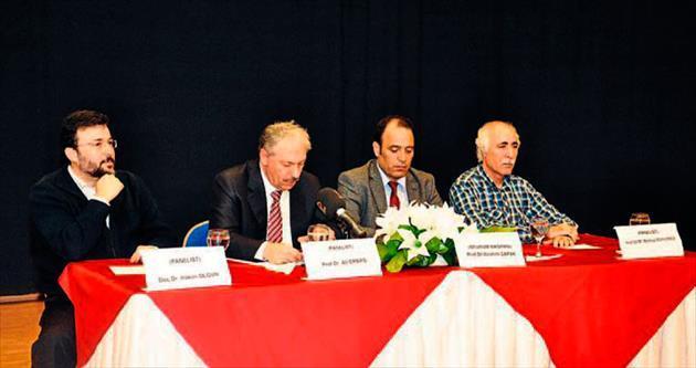 İlahiyat Fakültesi'nde panel