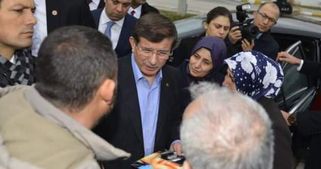 Başbakan Davutoğlu'nun yolunu kestiler