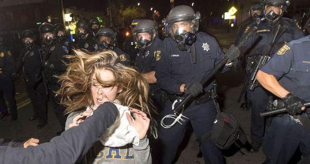 Amerikan polisi köpük mermisi ile göz açtırmıyor