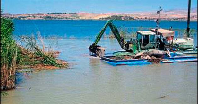 Mogan Gölü'nde temizlik başladı