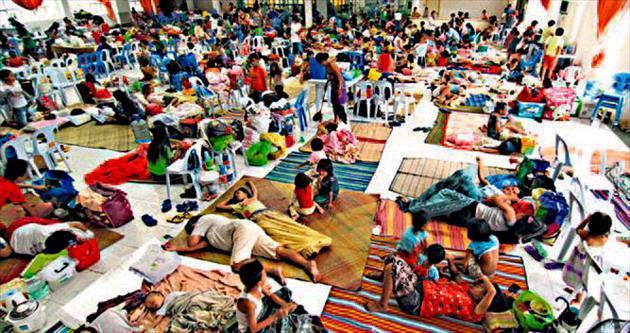 1 milyon 200 bin insan Hagupit'ten kaçıyor