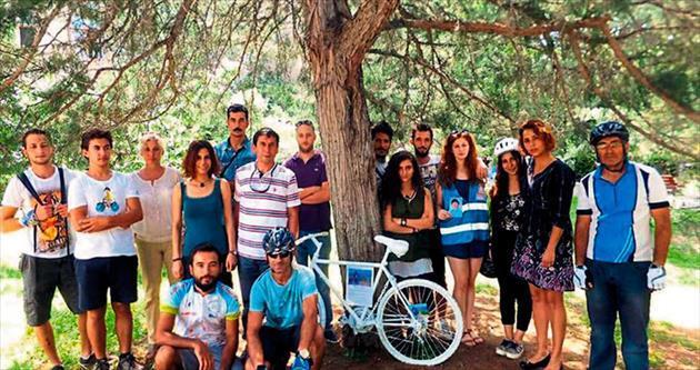 'Hayalet bisiklet' kampusa zincirlendi