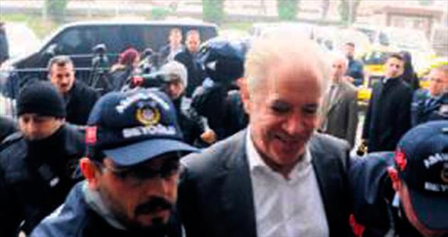 Küfürbaz İşbaşaran hakaretten tutuklandı