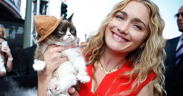 Hırçın kedisi 100 milyon kazandırdı!