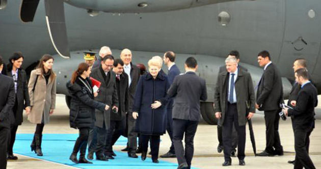 Litvanya Cumhurbaşkanı askeri uçakla geldi