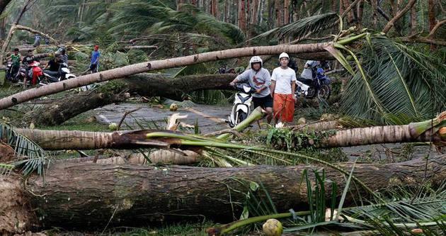 Hagupit Tayfunu Filipinler'i yıkıp geçti