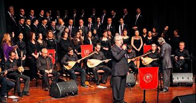 Belediye korosunun halk müziği ziyafeti
