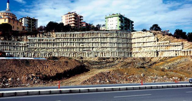 AVM inşaatı ahaliyi evsiz bıraktı