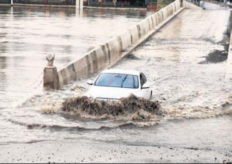 Bulgaristan'daki yağış Edirne'yi sele boğdu
