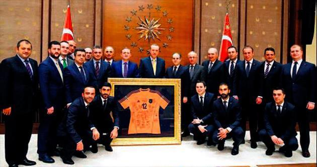 Cumhurbaşkanı Erdoğan Başakşehir'i kabul etti