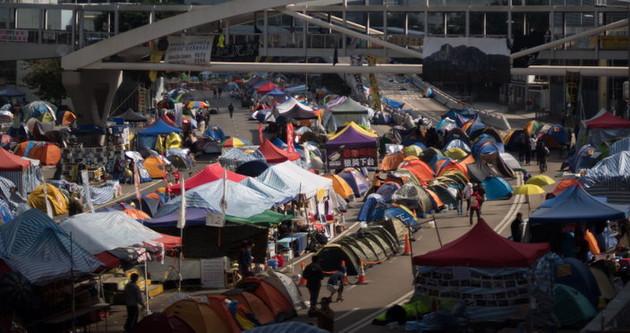 Hong Kong'da sokaklar boşaltılıyor