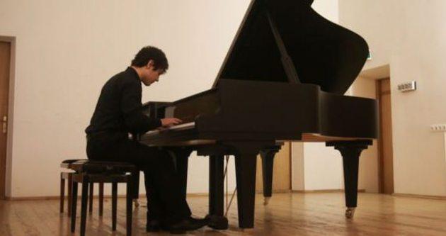'Piyano dehası' genç Türkiye için çaldı