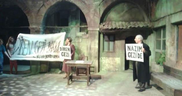 Aydın Doğan'ın AVM'sinde gezicilere tiyatro