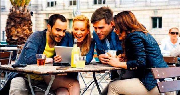 Gençler online video izlemeyi sevdi
