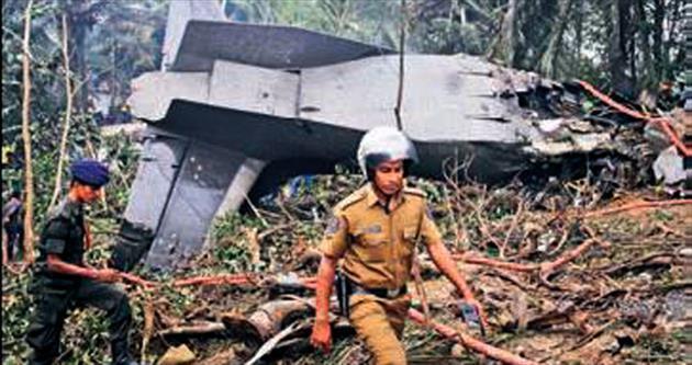 Askeri uçak ormana düştü: 4 ölü, 1 yaralı