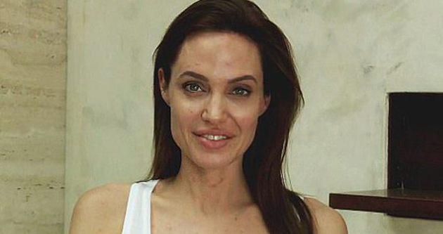Angelina Jolie su çiçeği kaptı