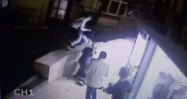 Hırsızlar silahla girdi, dayak yiyerek çıktı