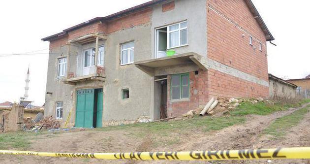 Anne-kız evinde bıçaklanarak öldürüldü