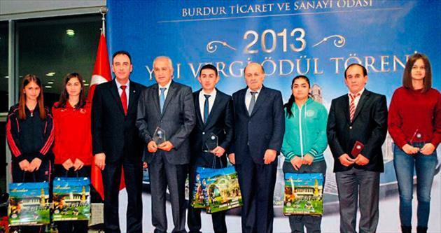 Ödülleri Bakan Şimşek verdi