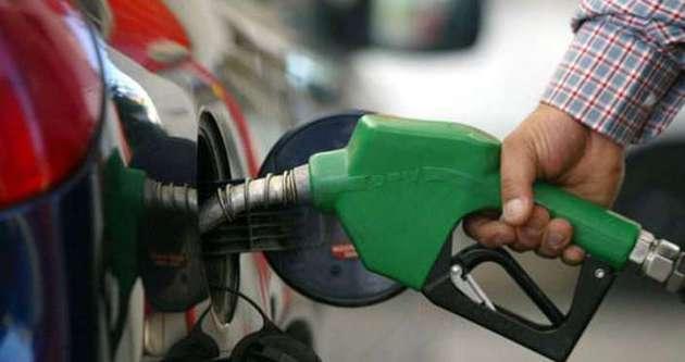 Türkiye'de benzin fiyatı yüzde 42.1 düştü