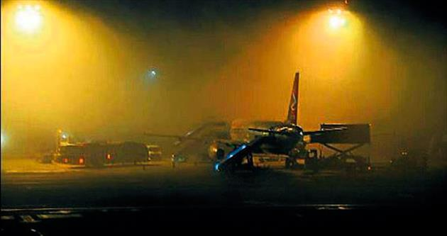 Hava ulaşımı sis engeline takıldı