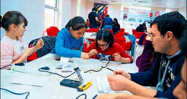 Gençler için robot eğitimi