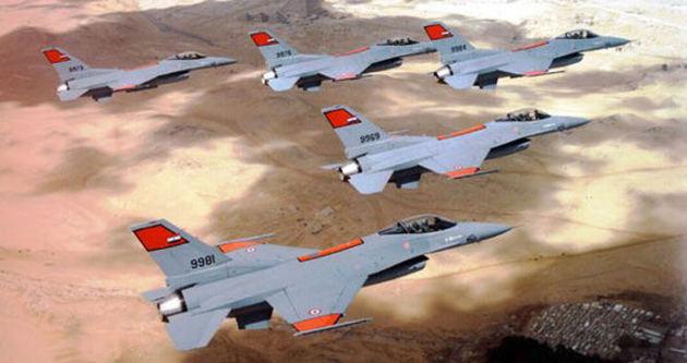 Mısır'da askeri uçak düştü