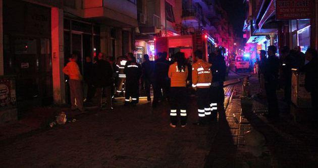 İzmir'de 4 katlı binada yangın