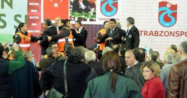Trabzonspor Genel Kurulu'nda kavga!