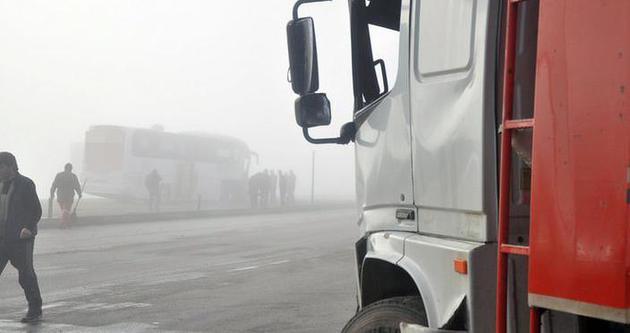 Yolcu otobüsüyle kamyon çarpıştı