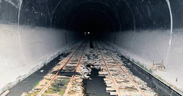 Ayaş Tüneli'nin içi yosunlarla kaplandı
