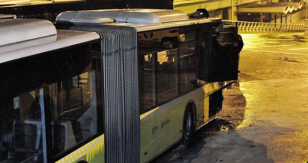 Park halindeki metrobüs yandı