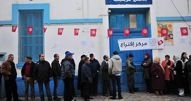 Tunus'ta halk 2.tur için sandık başında