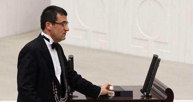 AK Partili vekil Meclis kürsüsüne tuzluk bıraktı