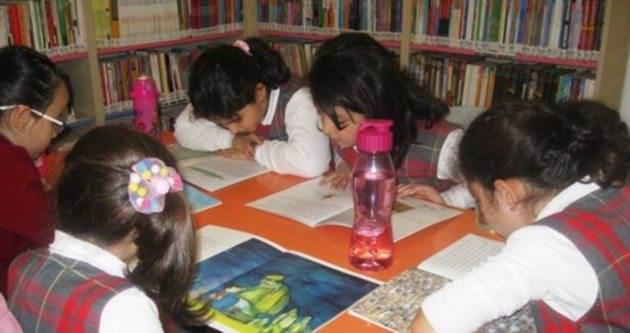 Kütüphane, oyun ve okuma evi oldu