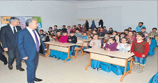Suriyeli öğrenci ve ailelerin yanındayız